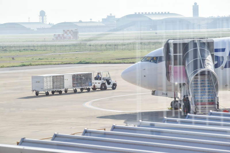 空港で働く車シリーズ「コンテナ輸送車」